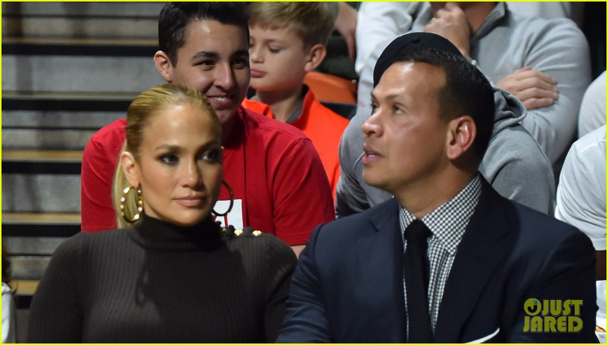 jennifer lopez alex rodriguez courtside kiss 034015429