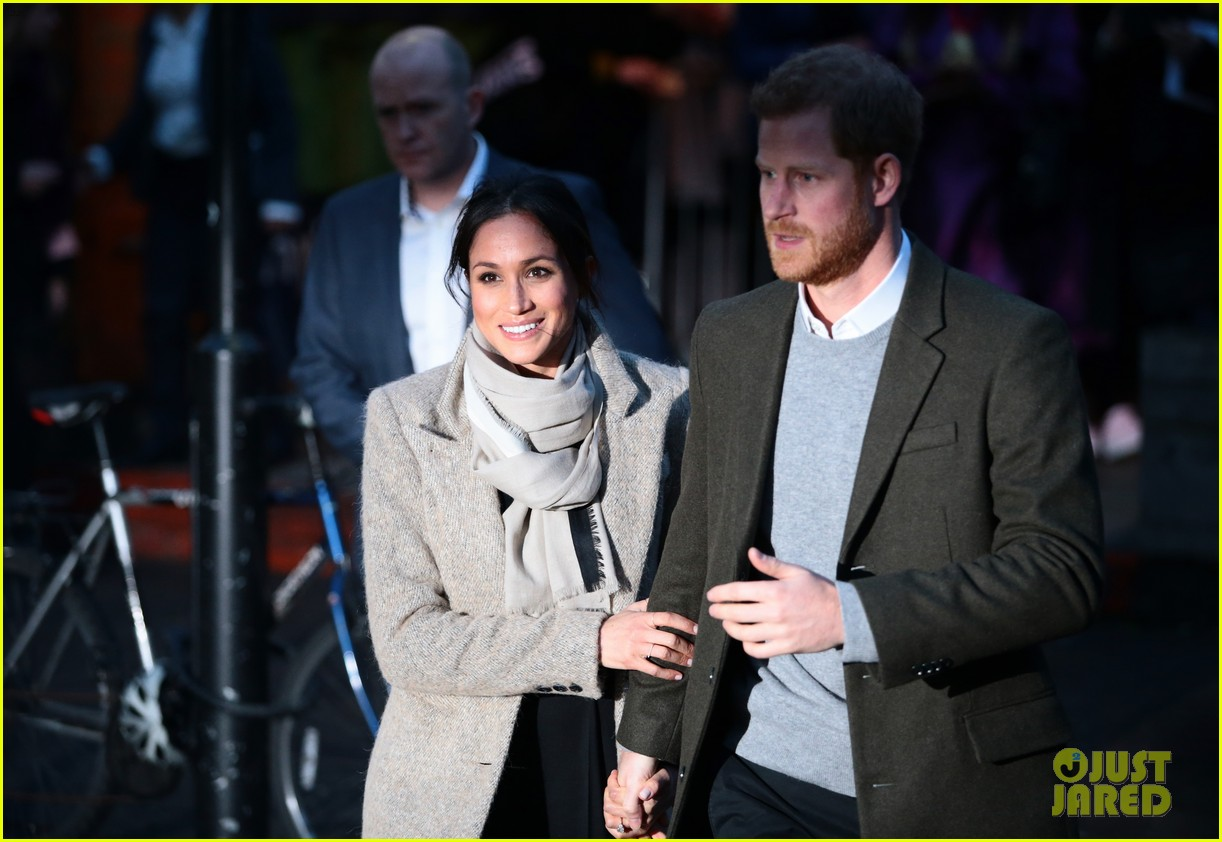meghan markle outfit details 054011439