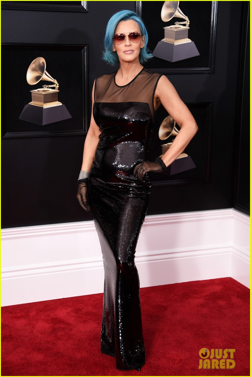 Jenny Mccarthy Debuts Blue Hair At Grammys 2018 With