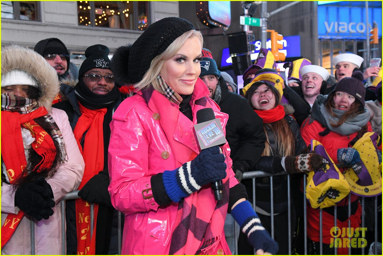 Jenny McCarthy Jokes About Plastic Surgery on New Year\'s Eve: Photo ...