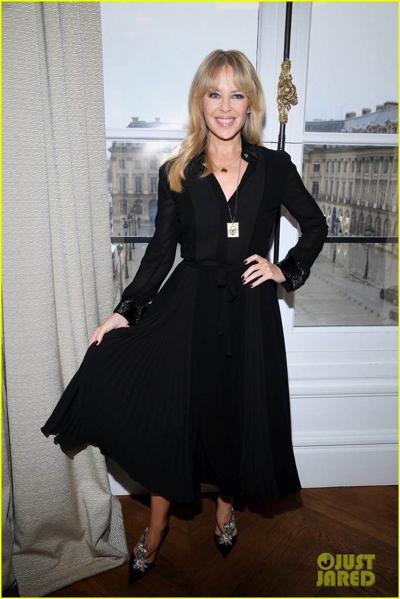 kylie minogue and melissa george get their fashion show fix in paris 014019781