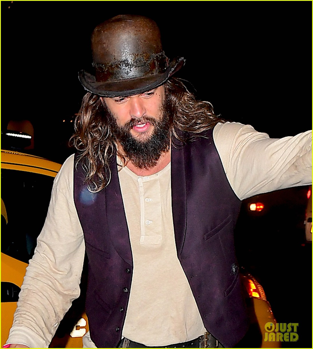 Jason Momoa Attacked: Jason Momoa Tosses His Bag To Hotel Bellhop Upon Arrival