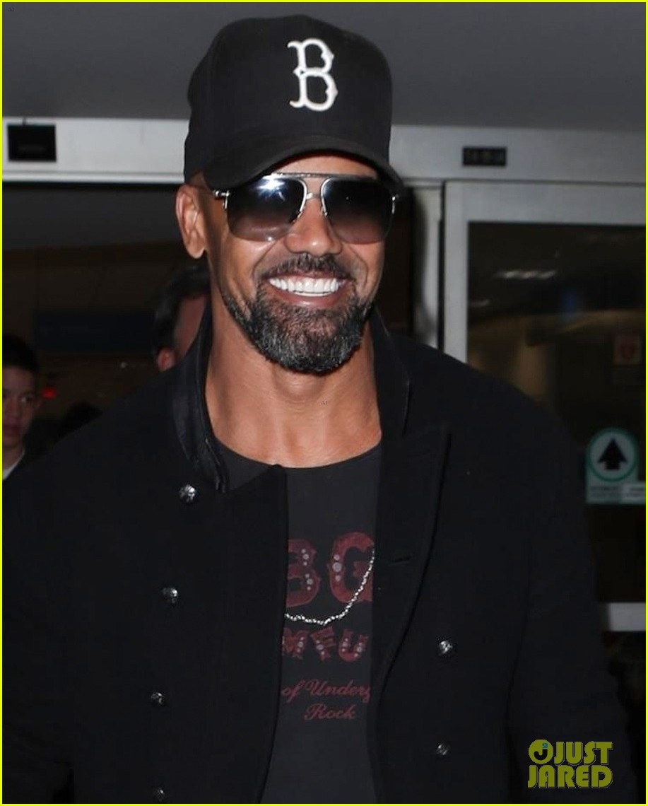 shemar moore flaunts abs in shirtless new selfie 024007762
