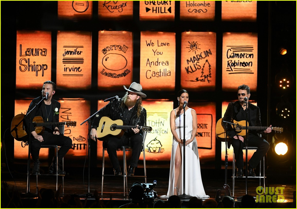 country stars pay tibute to vegas shooting victims at grammys 014023248