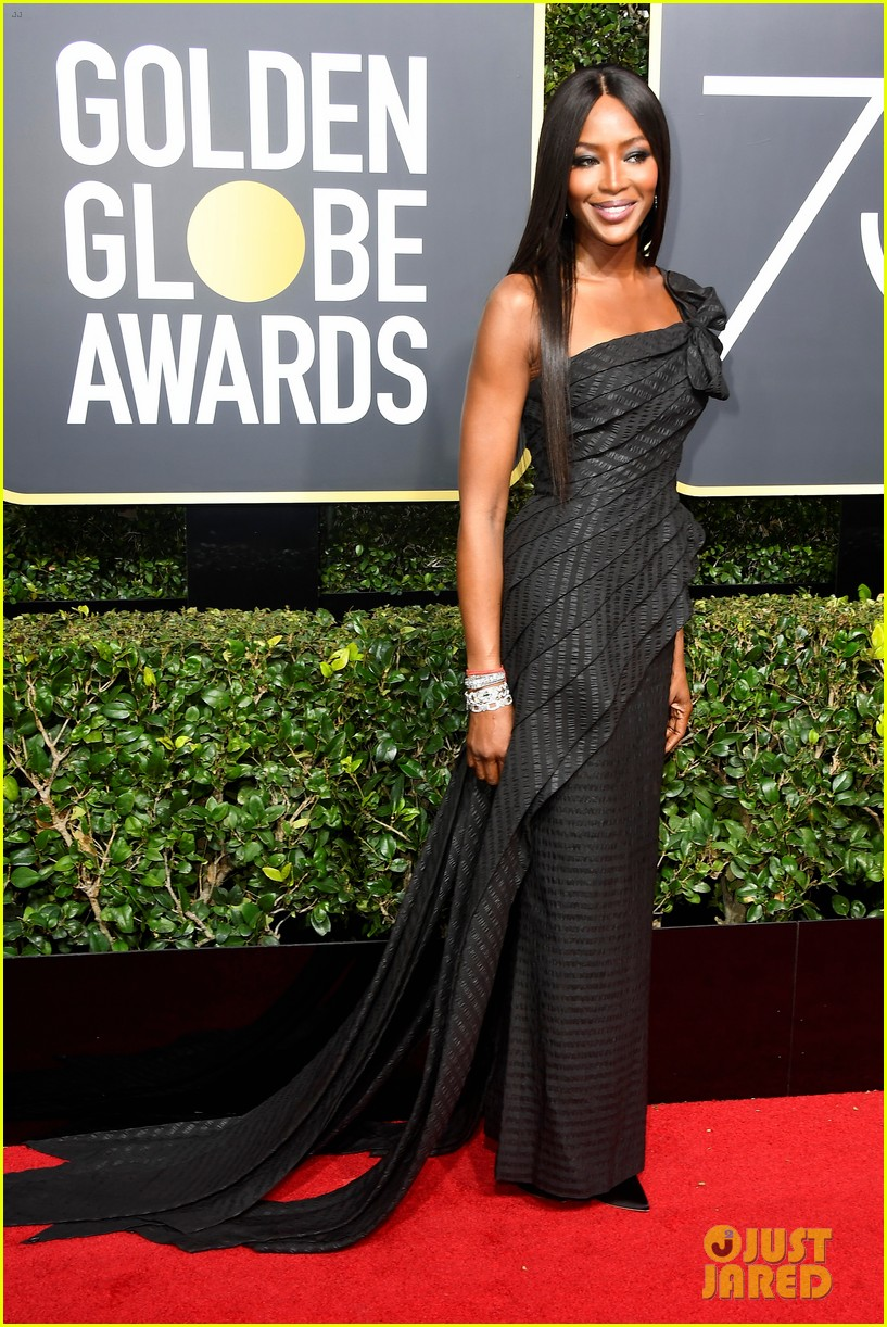 Naomi Campbell Amp Common Hit The Red Carpet At Golden