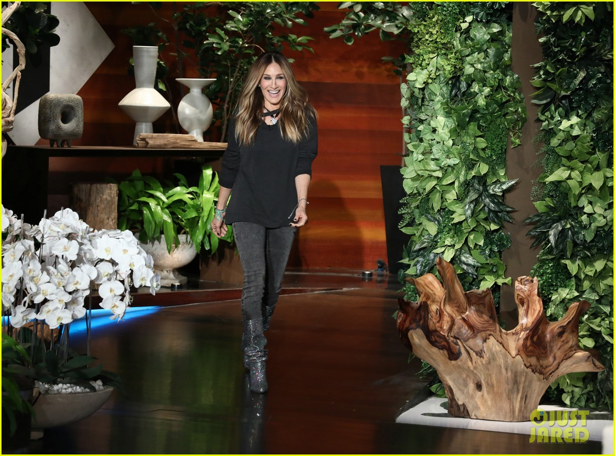 sarah jessica parker tells ellen that perhaps well find a way to do sex and the city 3 024015813