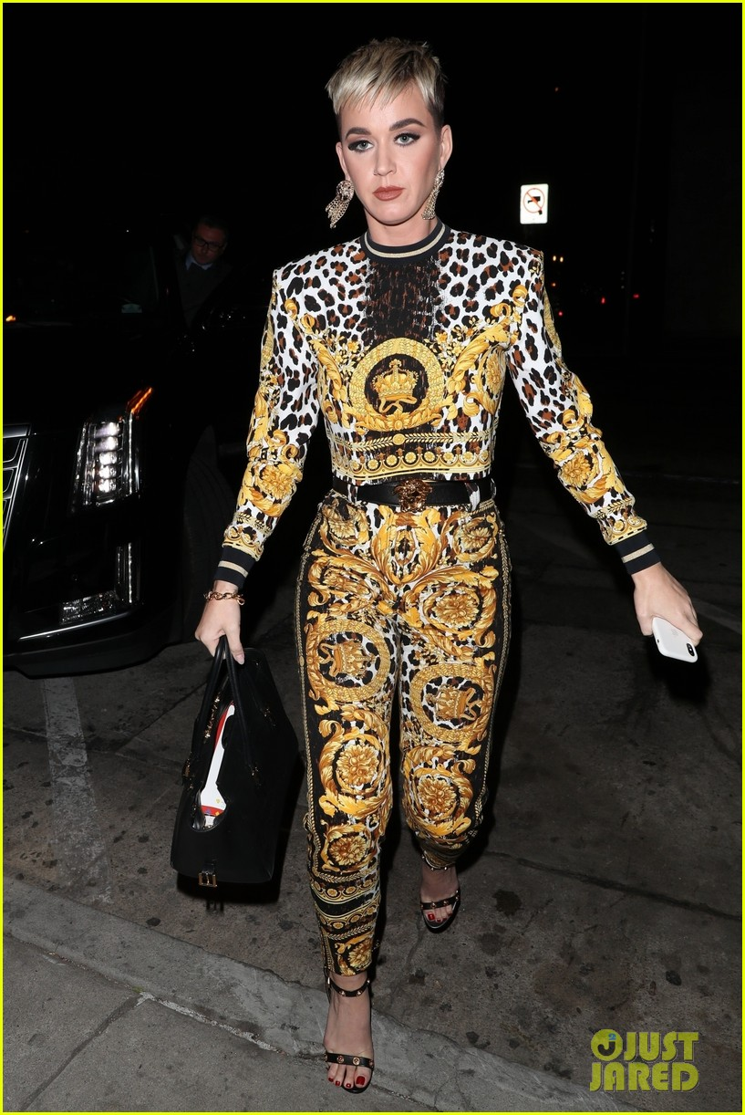 katy perry grabs dinner with friends in weho 014020433