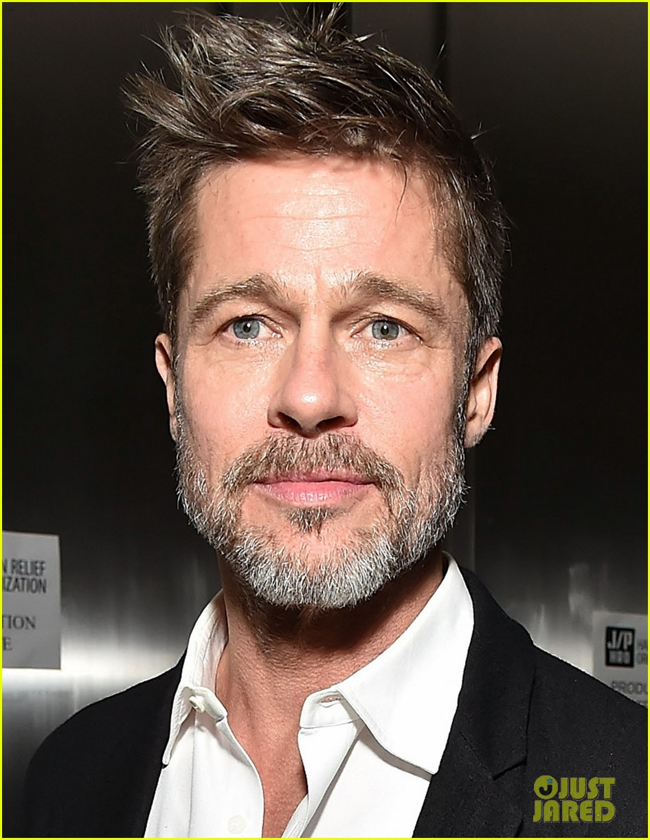 brad pitt bids for game of thrones emilia clarke 024008961