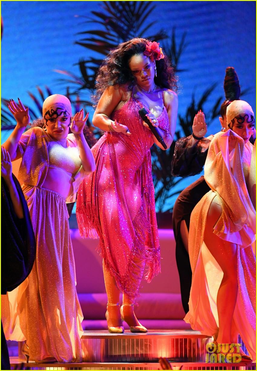 Rihanna's Three Fashionable Looks at Grammys 2018: Photo ... Jake Gyllenhaal S