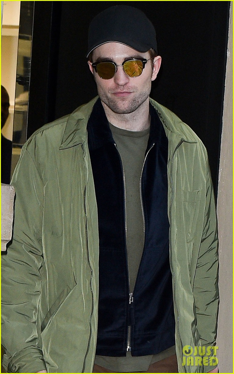 robert pattinson does some shopping in paris 044017097
