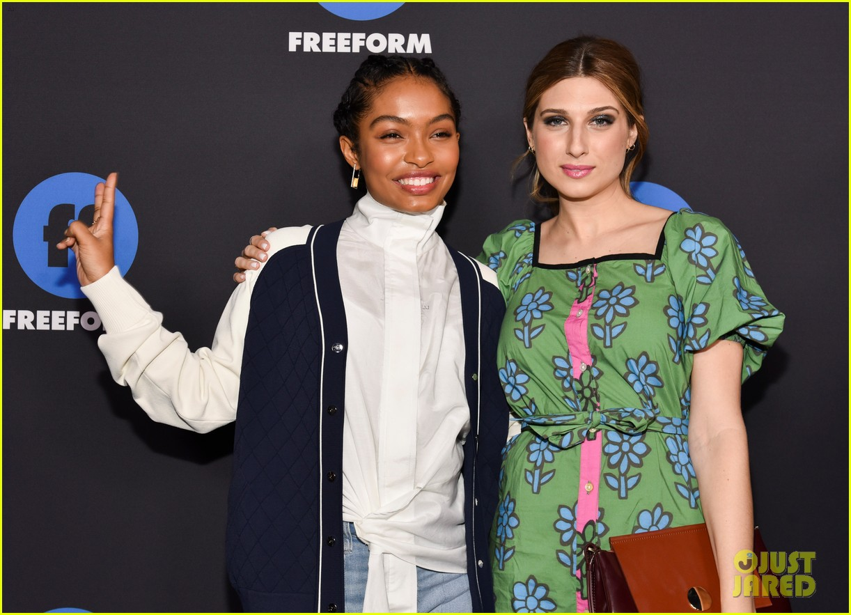 alex roe yara shahidi carter jenkins promote their shows at freeform summit 2018 014016904