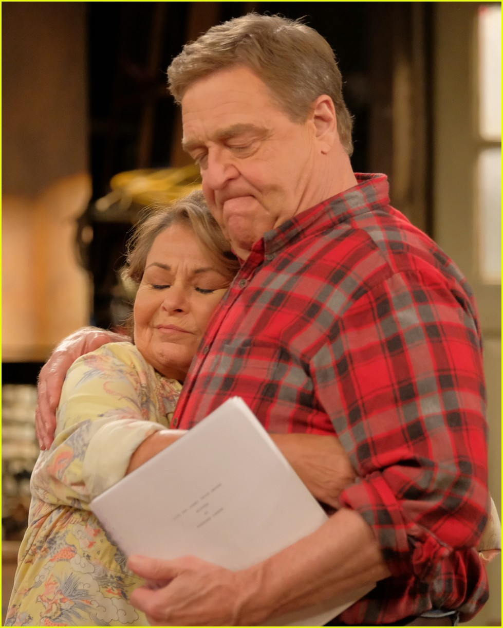 First Photos From 'Roseanne' 2018 Revival Revealed!: Photo