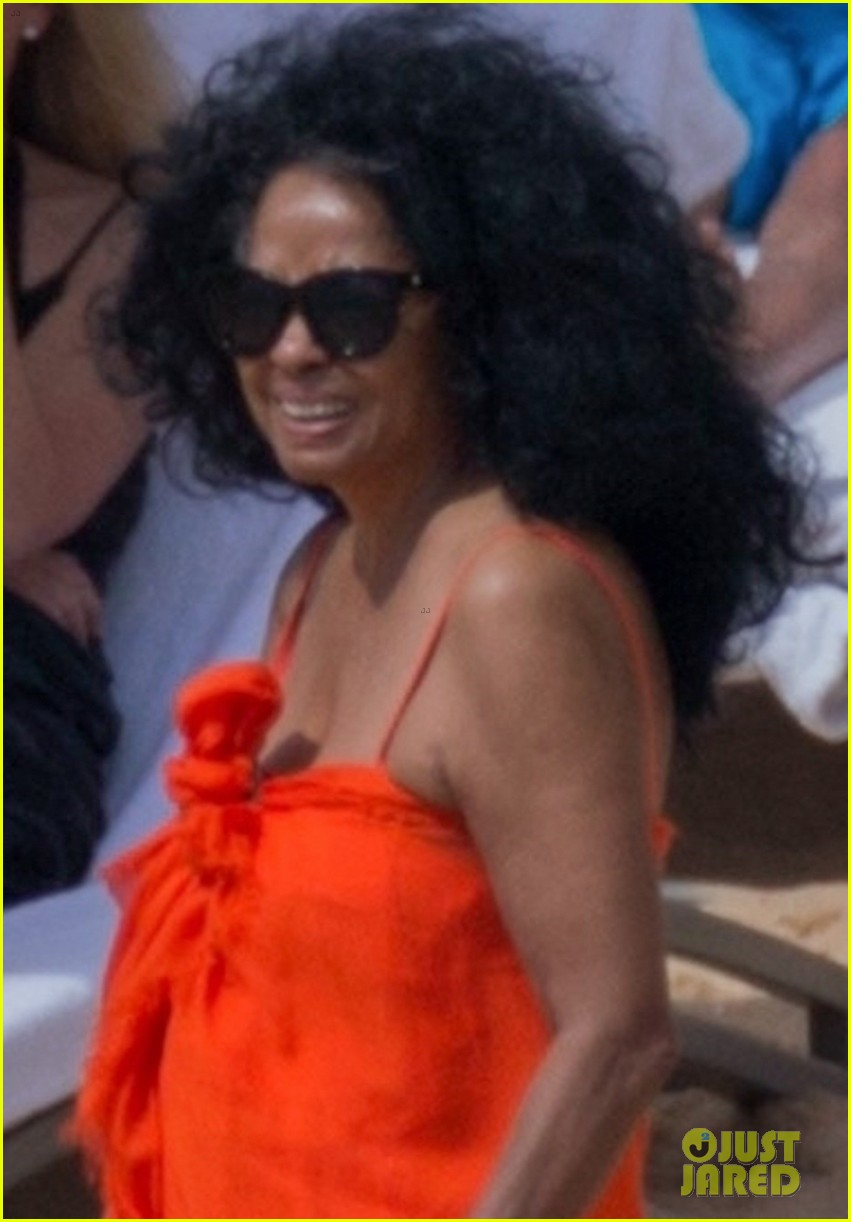 diana ross rocks one piece bathing suit in hawaii 024012073
