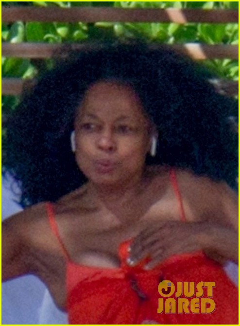 diana ross rocks one piece bathing suit in hawaii 044012075