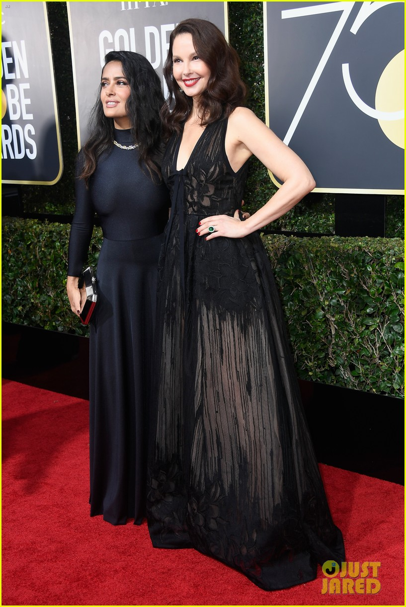 salma hayek golden globes ashley judd 2018 054009906