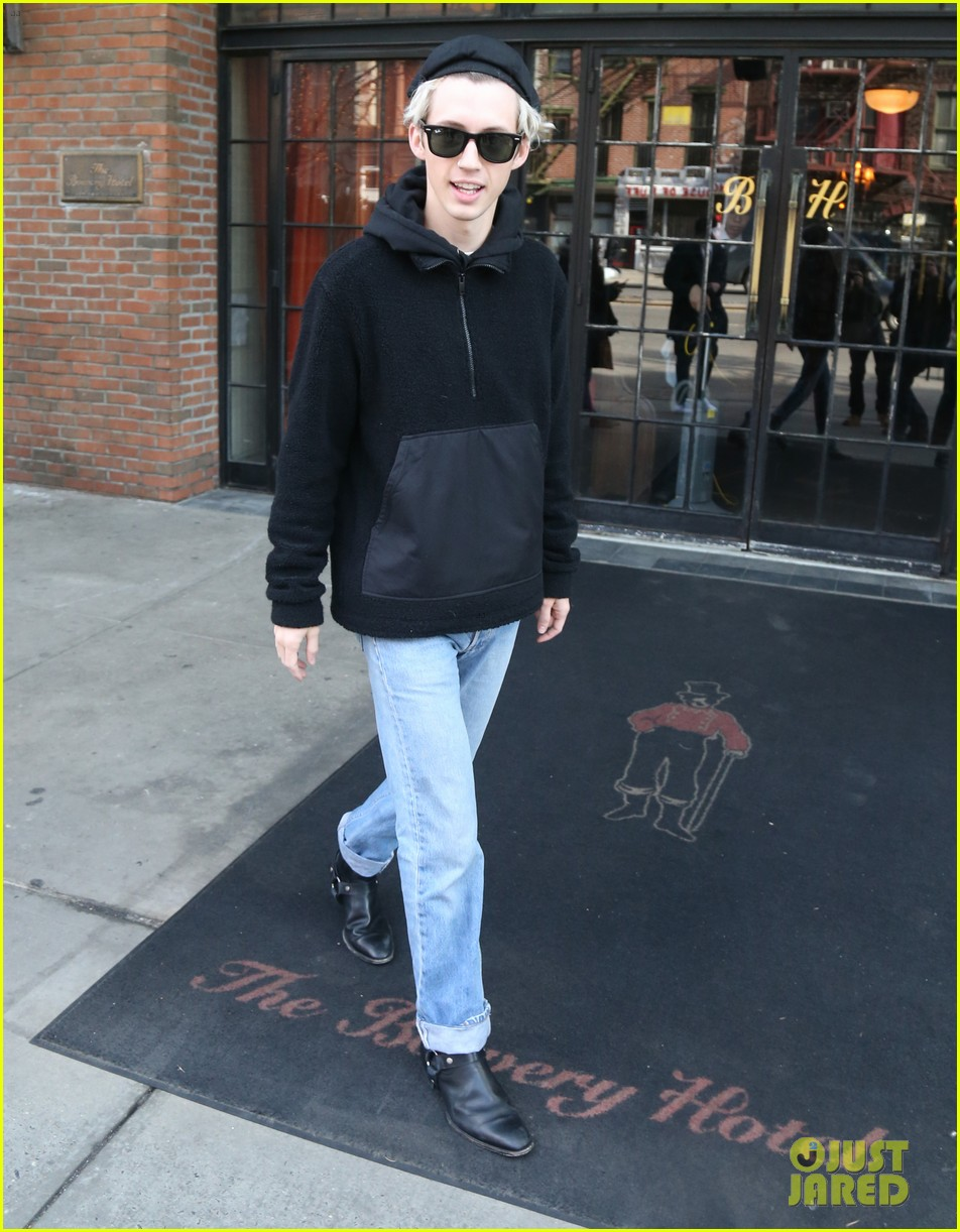 troye sivan and boyfriend jacob bixenman step out in nyc 024020653