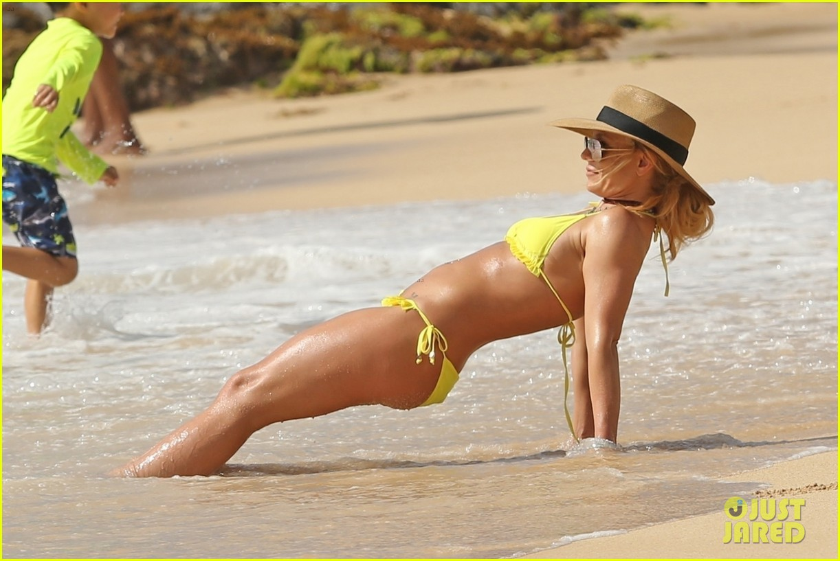 britney spears hits the beach in hawaii in a yellow bikini 014014000