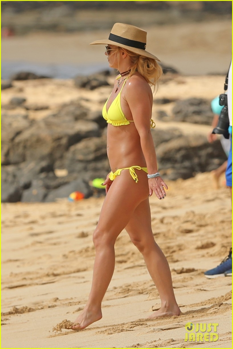 britney spears hits the beach in hawaii in a yellow bikini 294014028