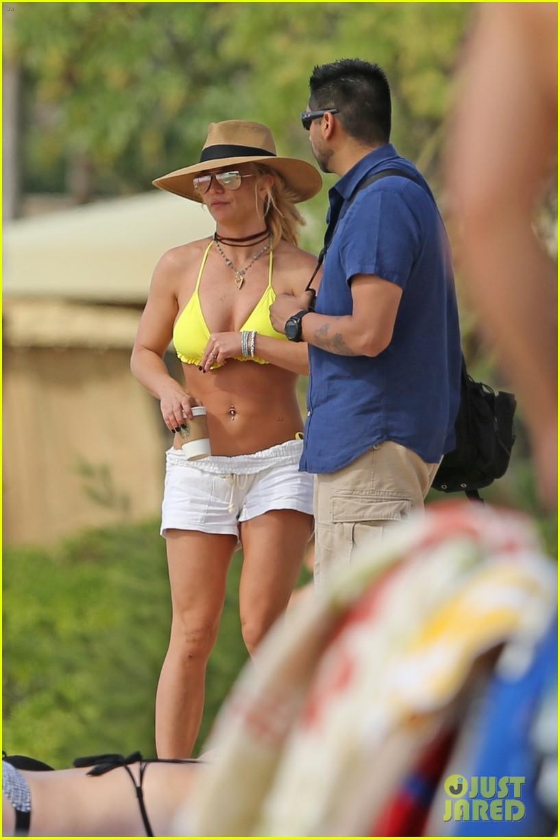 britney spears hits the beach in hawaii in a yellow bikini 354014034