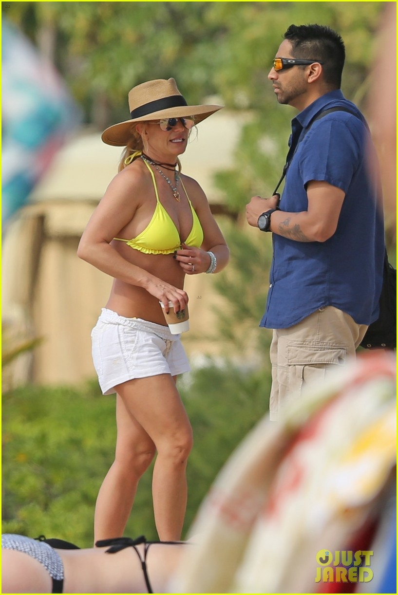 britney spears hits the beach in hawaii in a yellow bikini 364014035