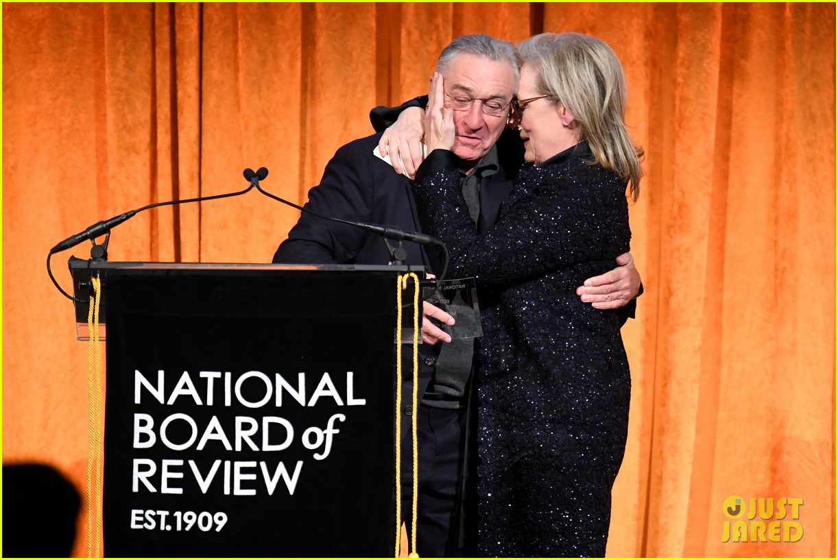 meryl streep kisses robert de niro while being honored at nbr awards 164012027