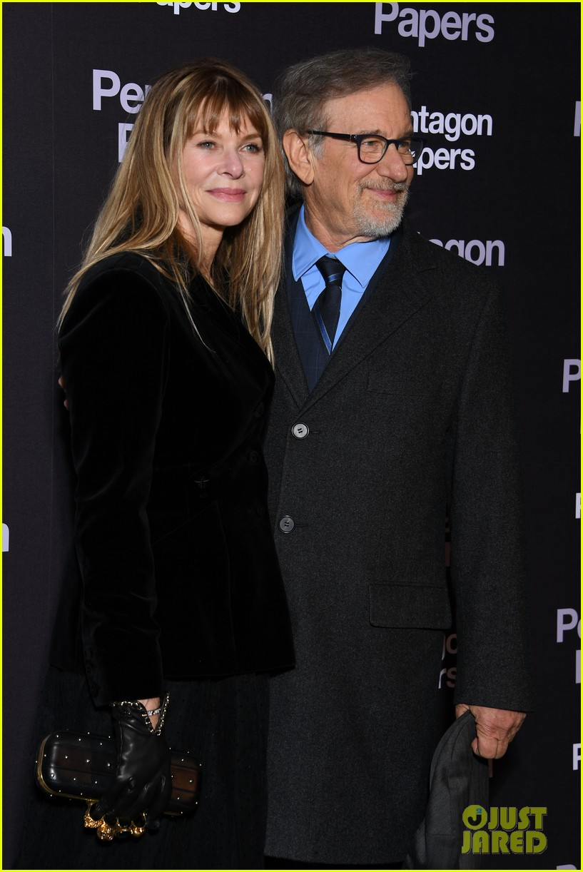 meryl streep tom hanks premiere the post in paris 024014253