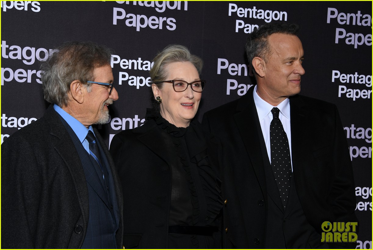 meryl streep tom hanks premiere the post in paris 064014257