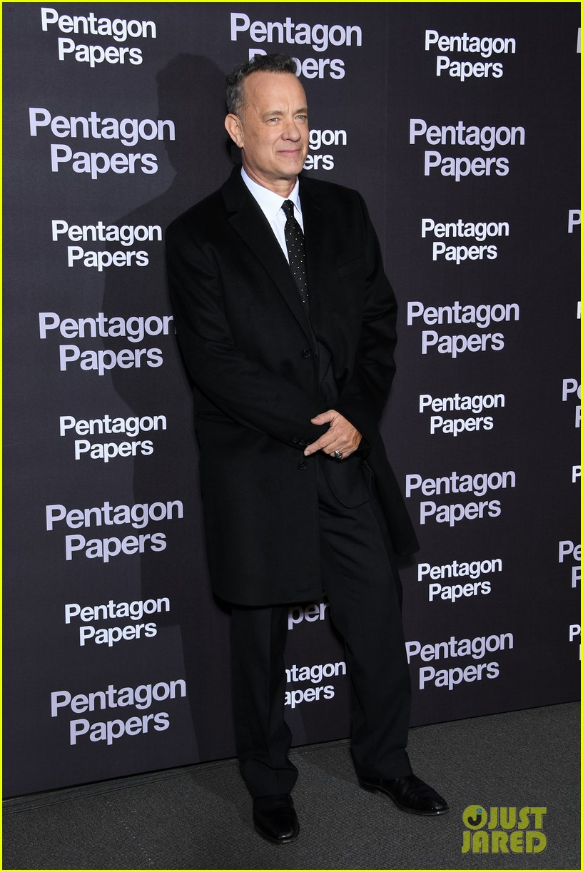meryl streep tom hanks premiere the post in paris 094014260