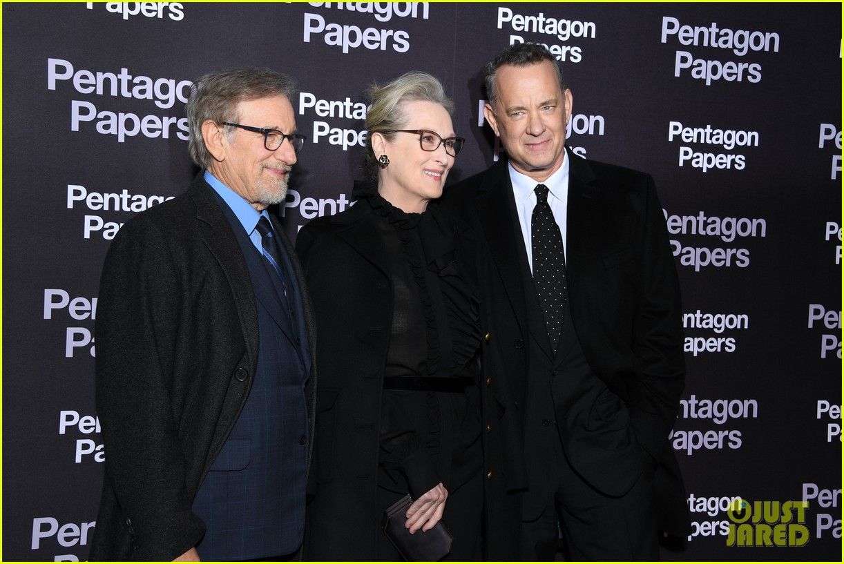 meryl streep tom hanks premiere the post in paris 104014261