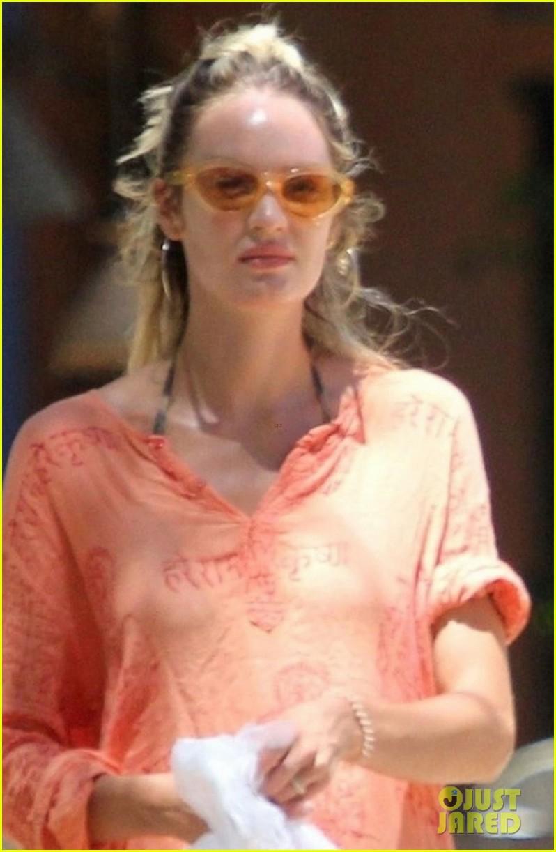 candice swanepoel flaunts baby bump in bikini on vacation 014012401