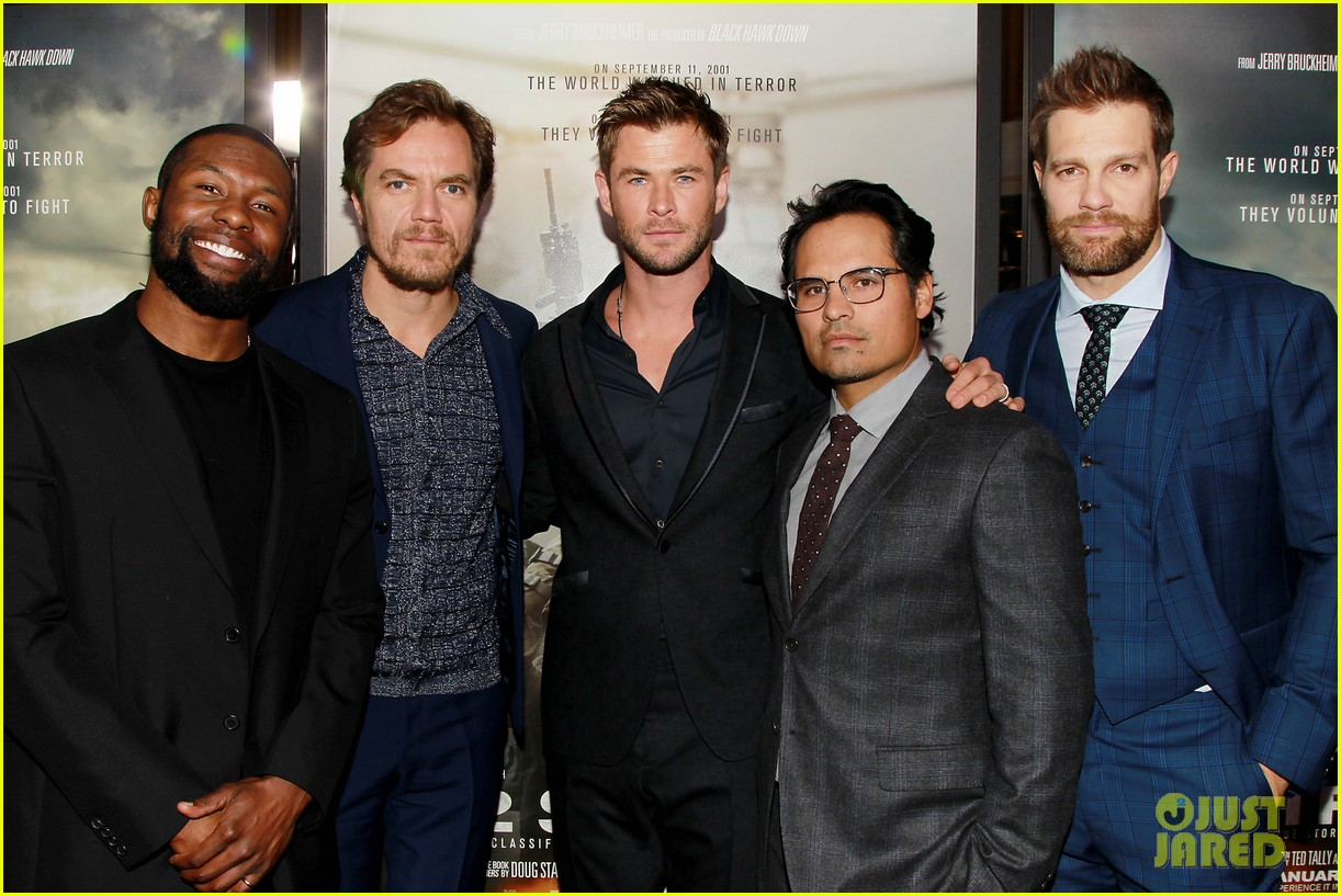 ¿Cuánto mide Chris Hemsworth? - Real height Chris-hemsworth-michael-shannon-12-strong-premiere-18