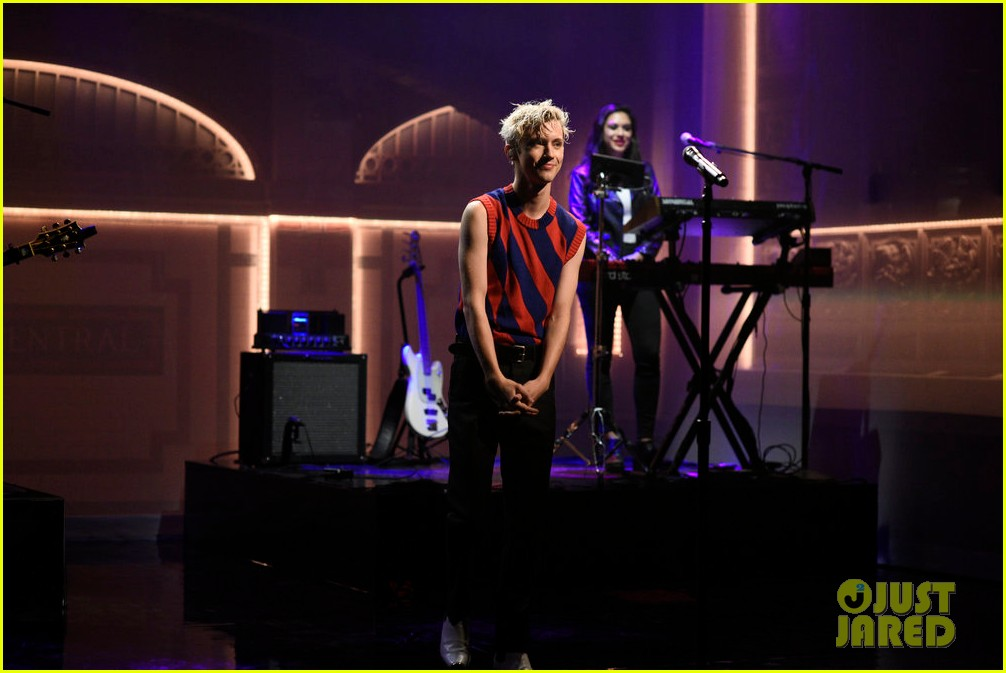 troye sivan performs new songs on saturday night live 024018146