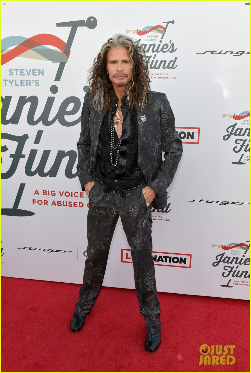steven tyler and girlfriend aimee preston share a sweet smooch at grammy viewing party 064023528