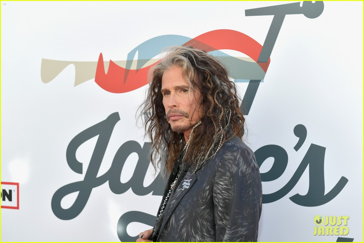 steven tyler and girlfriend aimee preston share a sweet smooch at grammy viewing party 094023531