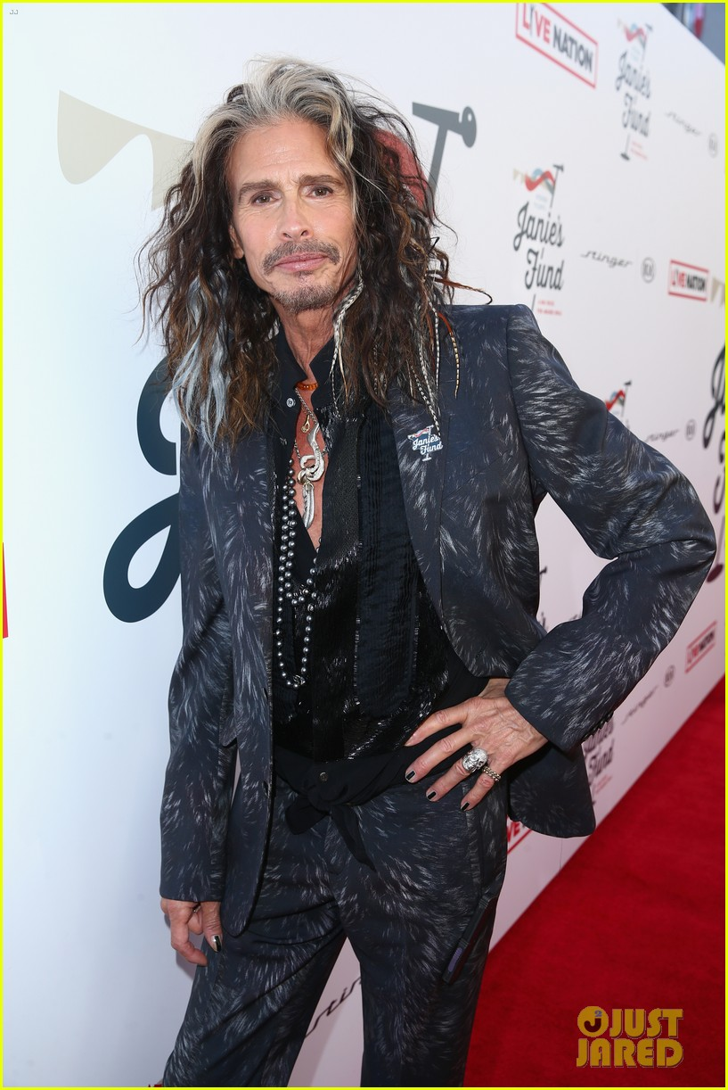 steven tyler and girlfriend aimee preston share a sweet smooch at grammy viewing party 124023534