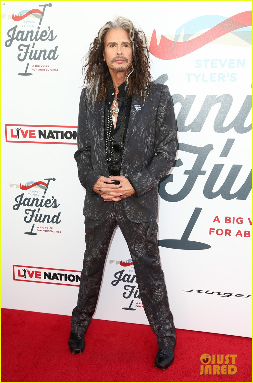 steven tyler and girlfriend aimee preston share a sweet smooch at grammy viewing party 214023543