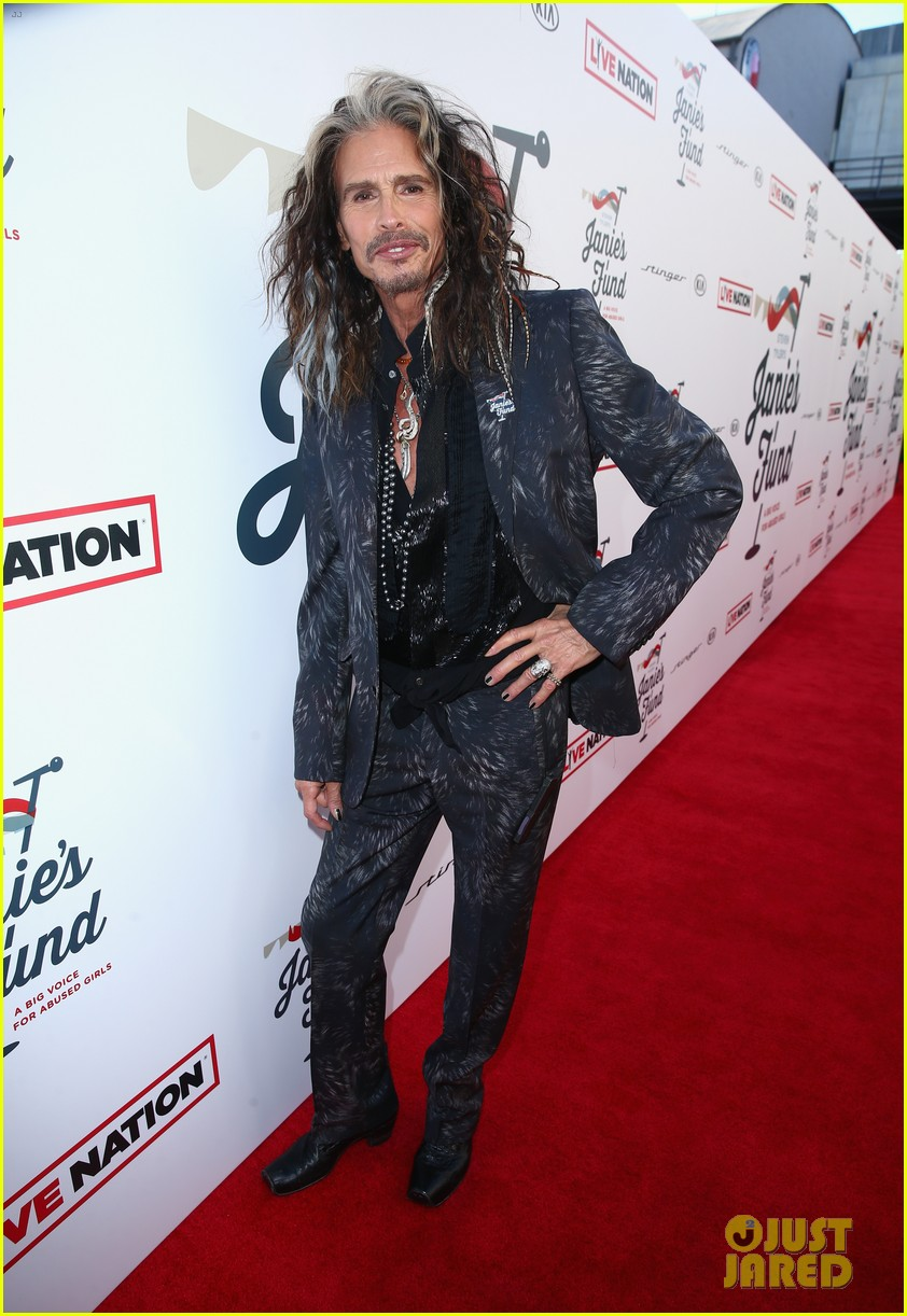 steven tyler and girlfriend aimee preston share a sweet smooch at grammy viewing party 224023544