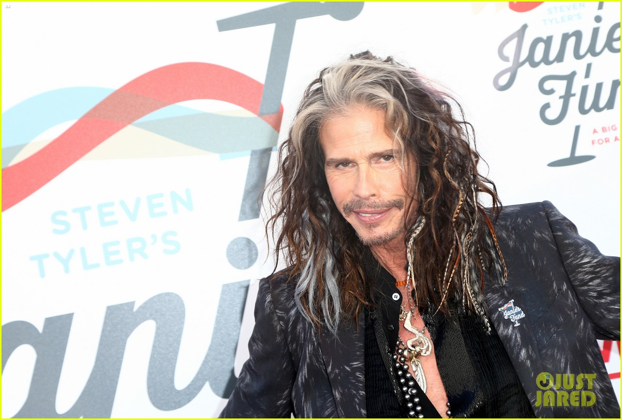 steven tyler and girlfriend aimee preston share a sweet smooch at grammy viewing party 234023545
