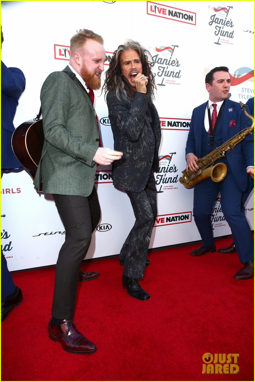 steven tyler and girlfriend aimee preston share a sweet smooch at grammy viewing party 304023552