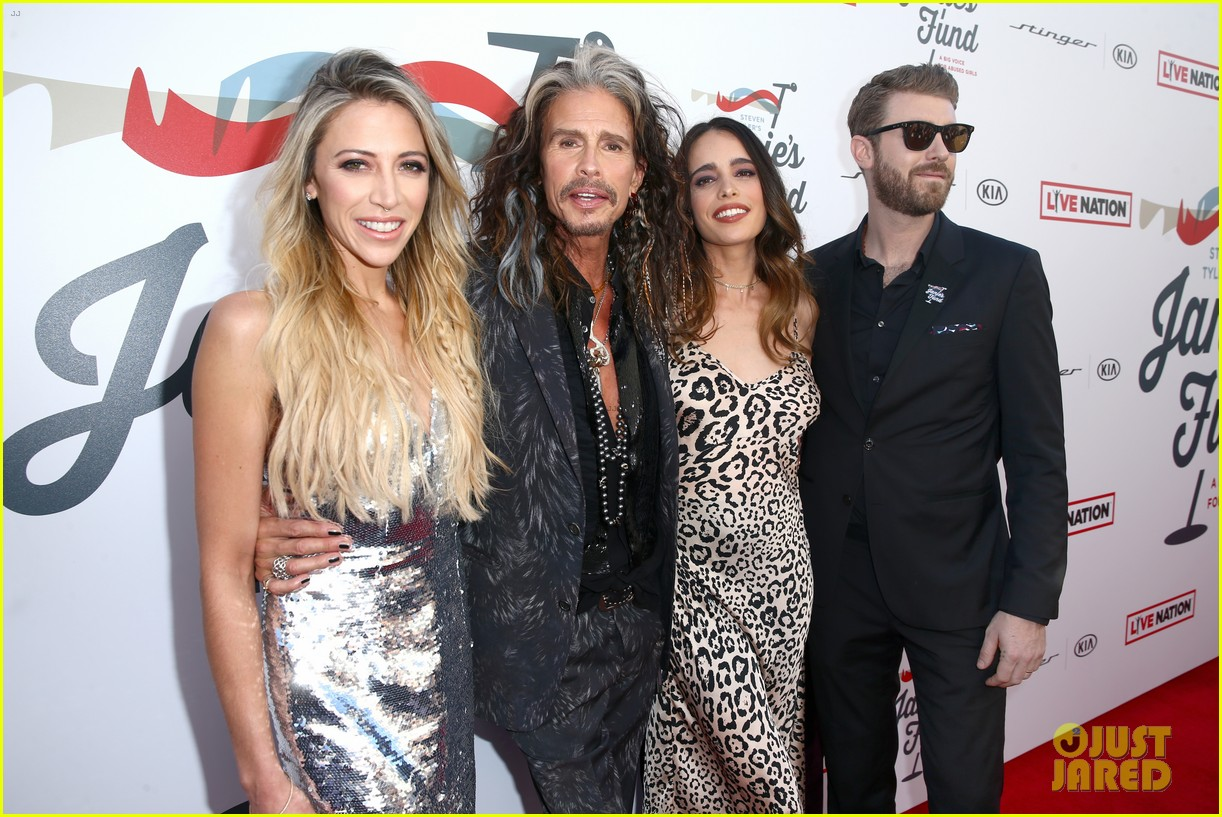steven tyler and girlfriend aimee preston share a sweet smooch at grammy viewing party 324023554