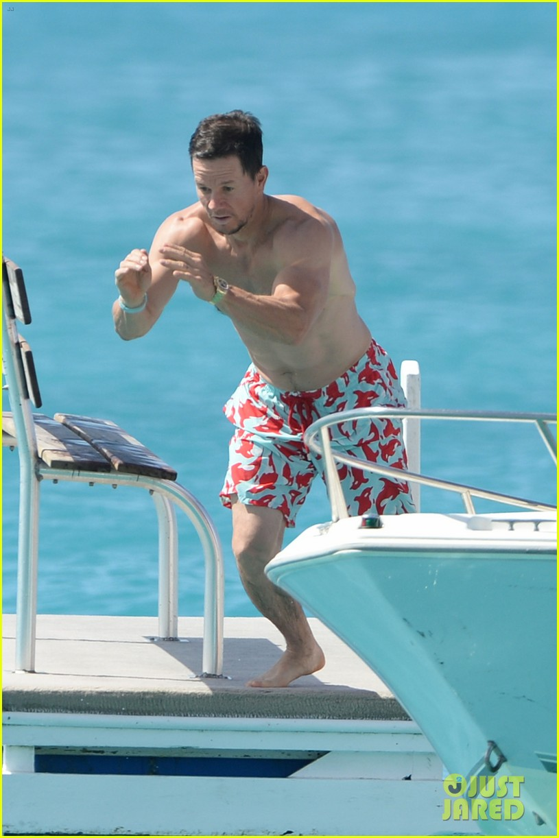 mark wahlberg flaunts chiseled abs on new years day stroll in barbados 034006531