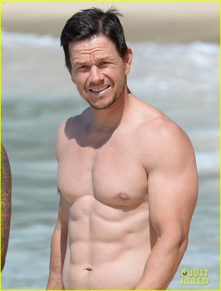 mark wahlberg flaunts chiseled abs on new years day stroll in barbados 044006532