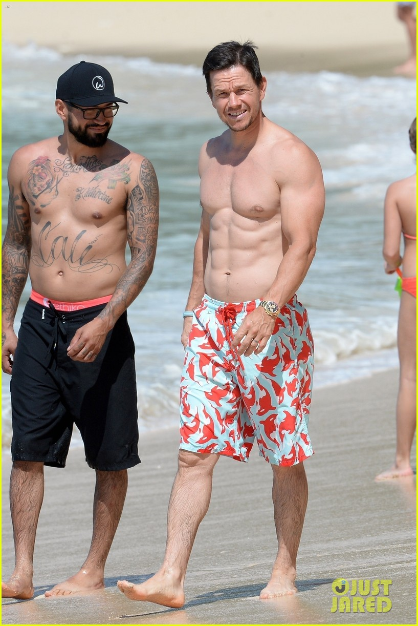 mark wahlberg flaunts chiseled abs on new years day stroll in barbados 094006537