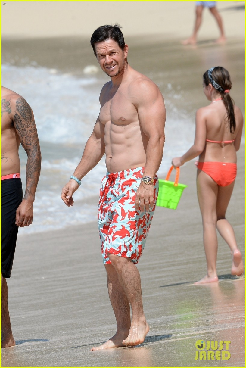 mark wahlberg flaunts chiseled abs on new years day stroll in barbados 114006539