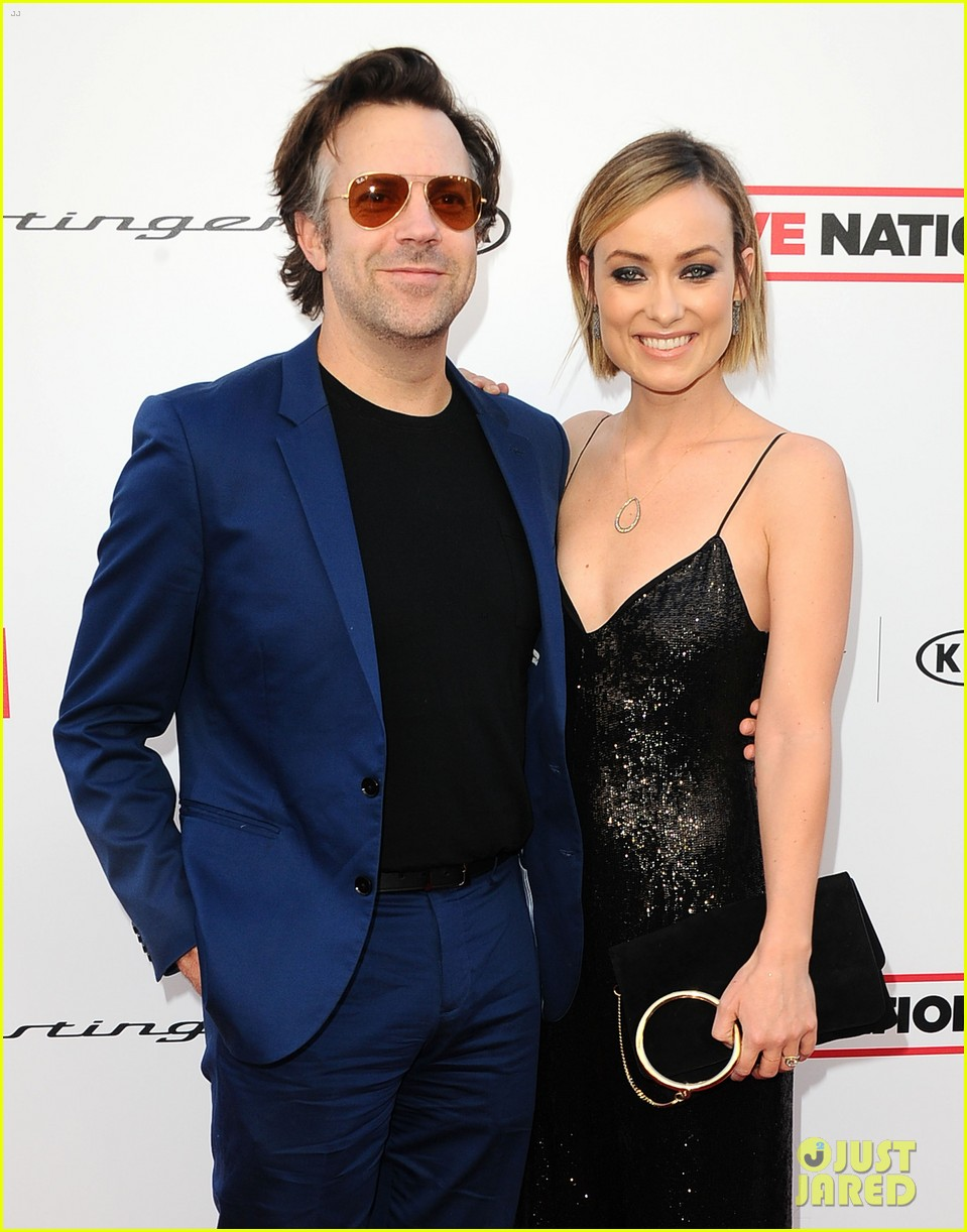 olivia wilde jason sudeikis couple up for grammys viewing party 024023556