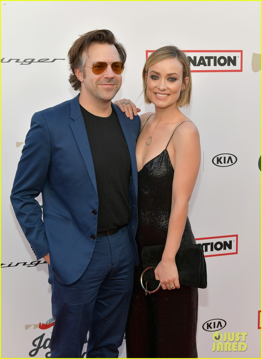 olivia wilde jason sudeikis couple up for grammys viewing party 054023559