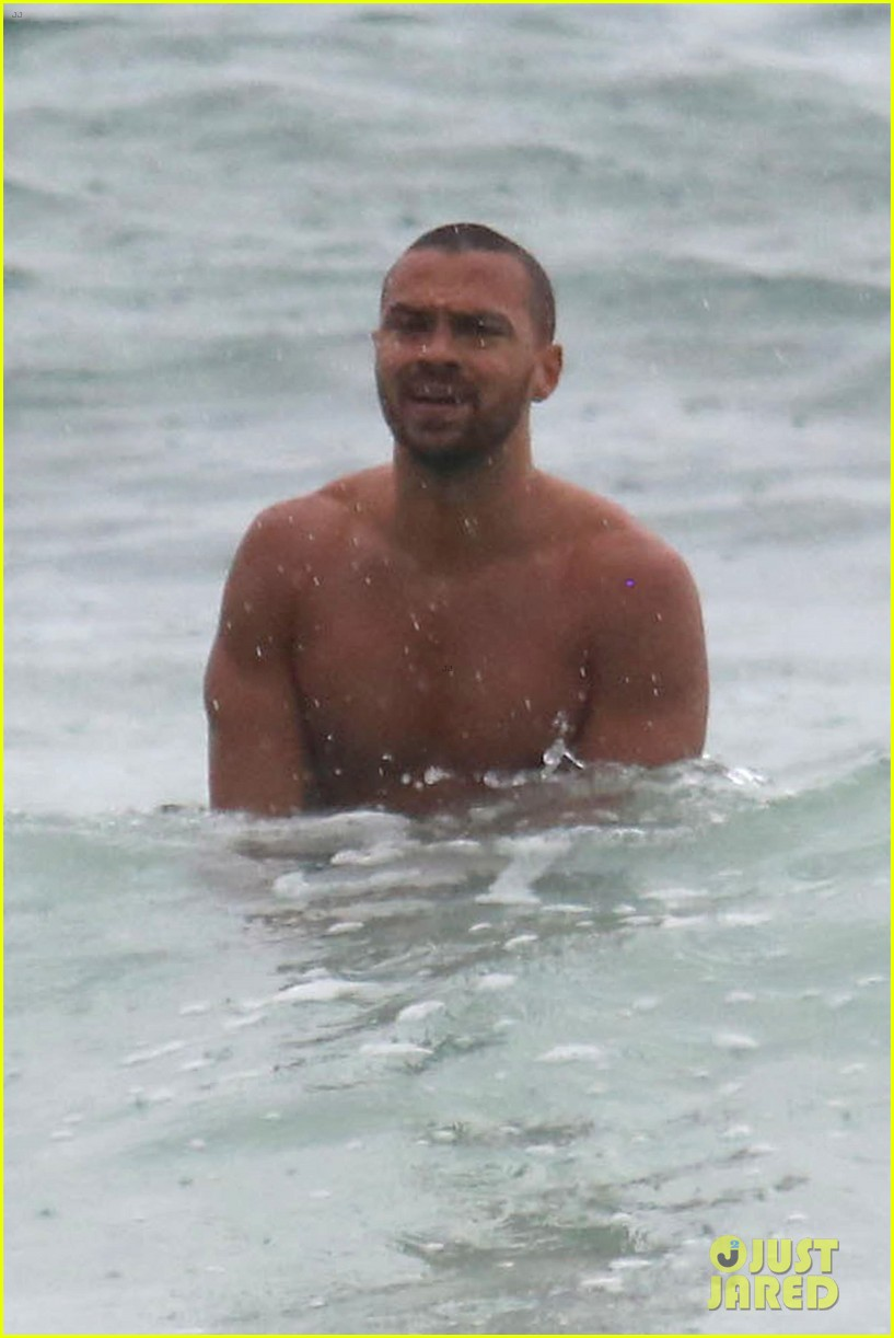 shirtless jesse williams shows off his abs on the beach 134008179