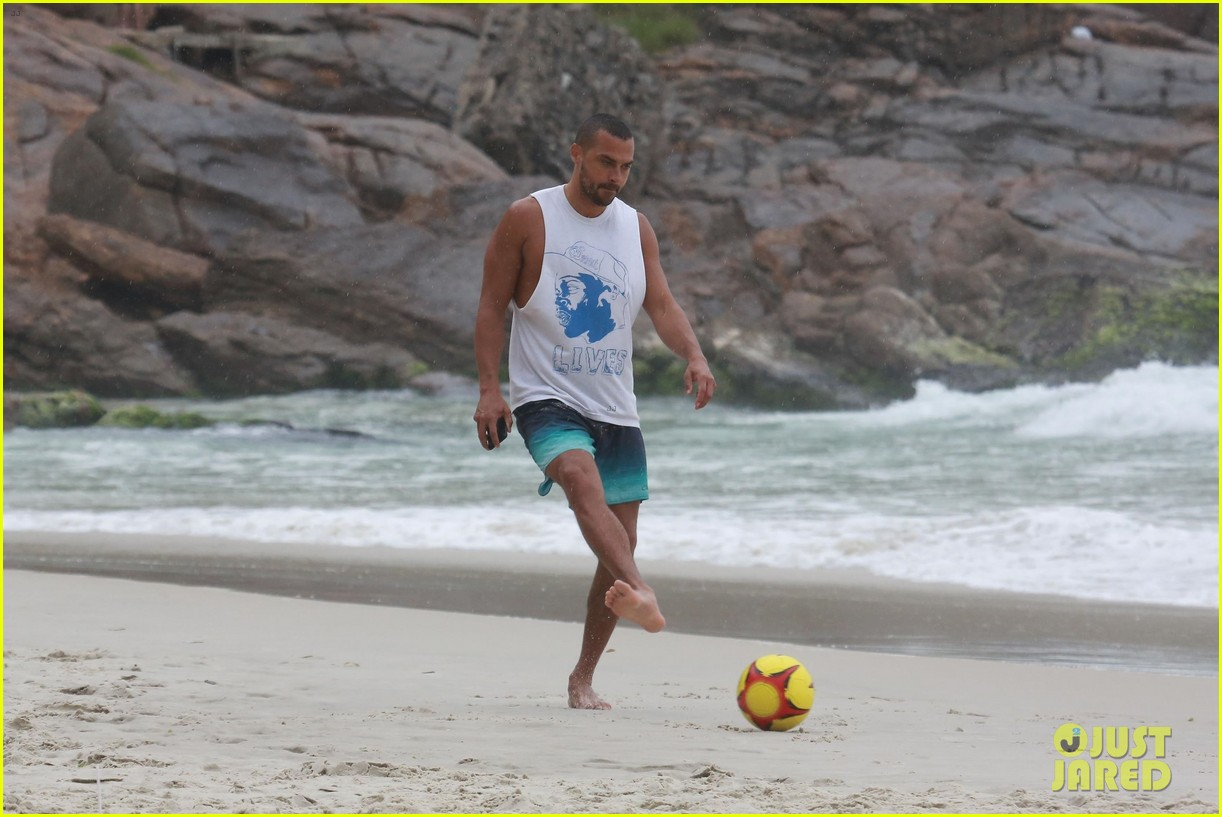 shirtless jesse williams shows off his abs on the beach 384008204