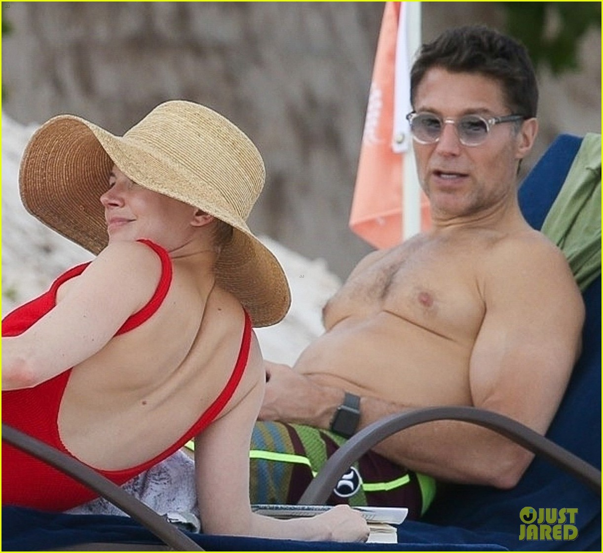 michelle williams and shirtless boyfriend andrew youmans hit the beach in the bahamas 054012276