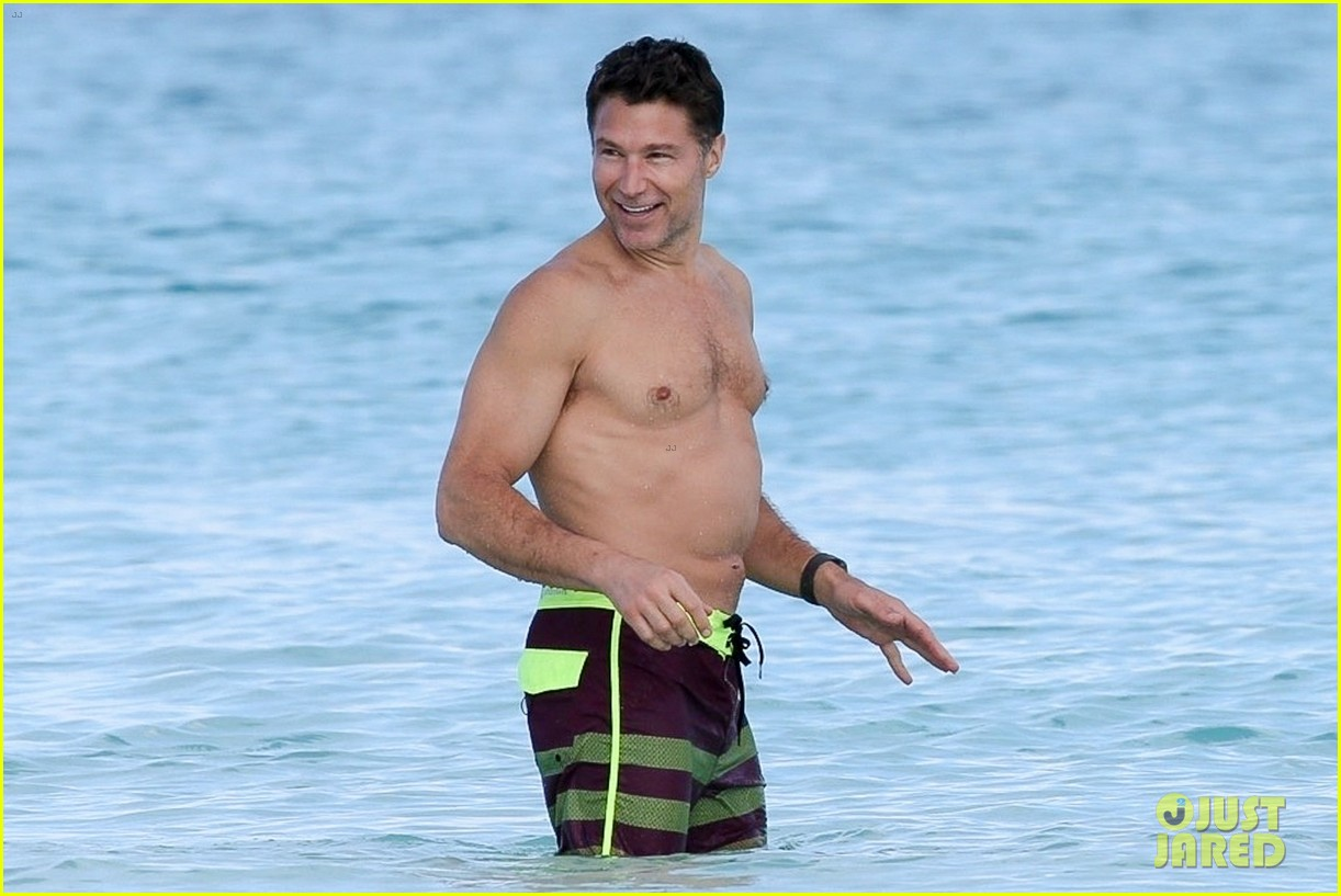 michelle williams and shirtless boyfriend andrew youmans hit the beach in the bahamas 114012282
